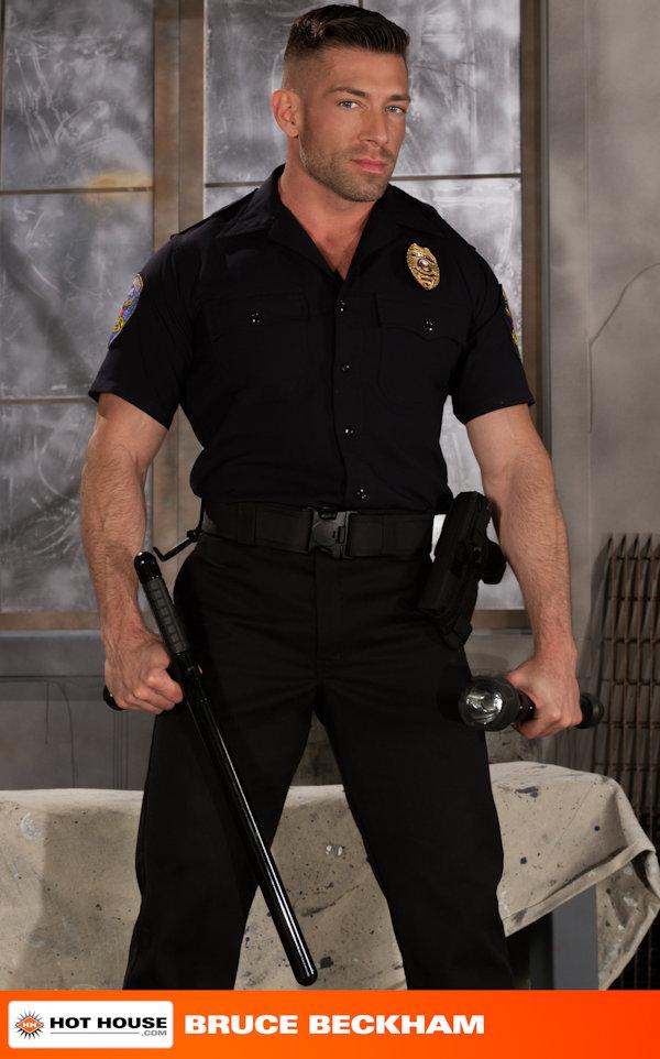 muscled_uniform_brucebeckam_chrisbines_01